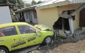 Damaged wall and taxi shortly after accident