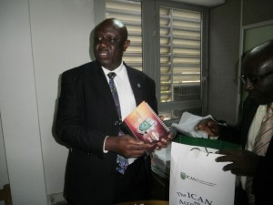 ICAN 48th President, Owolabi (L) hands over a gift to a Cameroonian official of ICAC
