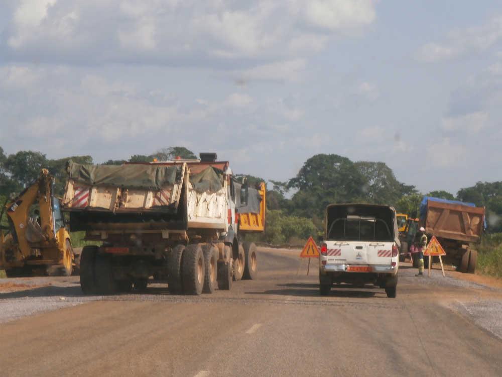 La route est en chantier à Balamba