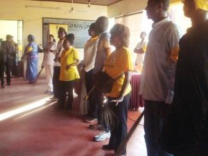 Des candidats du CPP face aux commerçants du marché New-Deido