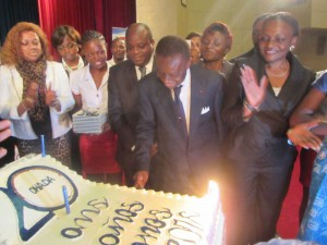 Jack Fame Ndongo, the Minister of Higher Education cuts the anniversary cake and declared the OHADA week opened