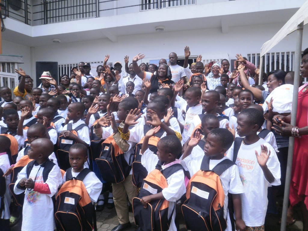 The pupils and officials of Orange raise a hand of hope to all Cameroonian kids